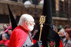BILBAO, SPANJE - MAART 20: De leden van een broederschap in de optocht van ezel in Pasen, vierden op 20 Maart, 2016, in Bilbao, Stock Afbeelding
