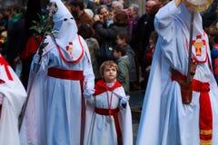 BILBAO, SPANJE - MAART 20: De leden van een broederschap in de optocht van ezel in Pasen, vierden op 20 Maart, 2016, in Bilbao, Royalty-vrije Stock Afbeelding