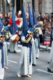BILBAO, SPANJE - MAART 20: De leden van een broederschap in de optocht van ezel in Pasen, vierden op 20 Maart, 2016, in Bilbao, Stock Foto's
