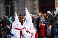 BILBAO, SPANJE - MAART 20: Het lid van een broederschap in de optocht van ezel in Pasen, vierde op 20 Maart, 2016, in Bilbao, Stock Fotografie