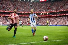 BILBAO, SPANJE - OKTOBER 16: David Zurutuza en Raul Garcia in de Spaanse Liga passen tussen Atletisch Bilbao en Echte Sociedad aa Royalty-vrije Stock Afbeelding