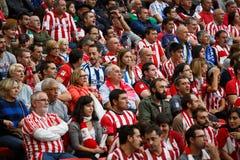BILBAO, SPANJE - OKTOBER 16: De ventilators van zowel teams in de Spaanse Liga passen tussen Atletisch Bilbao als Echte Sociedad, Stock Afbeelding