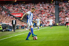 BILBAO, SPANJE - OKTOBER 16: Inigo Martinez, Echte Sociedad-speler, in actie tijdens een Spaanse Ligagelijke tussen Atletisch Bil Stock Foto's