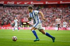 BILBAO, SPANJE - OKTOBER 16: Inigo Martinez, Echte Sociedad-speler, in actie tijdens een Spaanse Ligagelijke tussen Atletisch Bil Stock Afbeeldingen