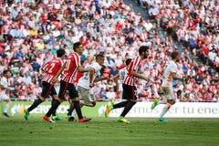 BILBAO, SPANJE - SEPTEMBER 18: Aritz Aduriz en Raul Garcia, de Atletische spelers van Bilbao, in de gelijke tussen Atletisch Bilb royalty-vrije stock afbeeldingen