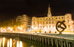 Bilbao stadshus på natten Royaltyfria Bilder
