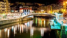 Bilbao vid natt royaltyfri bild