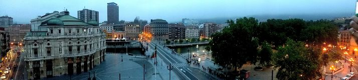 Bilbao vid natt Royaltyfri Fotografi