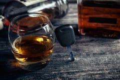Bilbiltangenter på exponeringsglas med whisky Fotografering för Bildbyråer