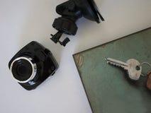 Bilcamcorderskärm Videoregistreringsapparat som antecknar trafikläget, medan köra din bil arkivbild