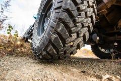 Bilcloseup för stort hjul Offroad begrepp 4x4 arkivfoton