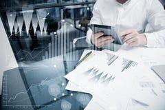 Bild-Analytik-Abteilungs-Arbeitsmarkt-Diagramme Geschäftsmanagerarbeitsprozess Benutzen Sie Digital-Geräte Grafische Ikone, weltw Stockbilder