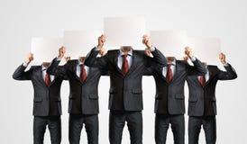 Bild av affärsmän som i rad står Arkivbilder