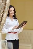 Bild av att le affärskvinnan på lunch Arkivbild