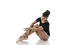 Bild av den behagfulla ballerina med härliga ben Royaltyfri Foto