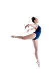 Bild av den behagfulla ballerina som poserar i hopp Royaltyfri Fotografi