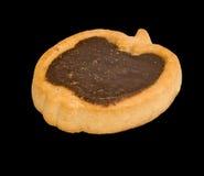 Bild av den enkla kakan på svart bakgrundsnärbild Royaltyfria Bilder