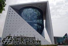 Bild av den gröna planeten regionens första bio-kupol som skapar den förtrollande världen av en tropisk skog på nytt arkivfoton