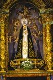 Bild av den jungfruliga Maryen i förgyllt kapell royaltyfria foton