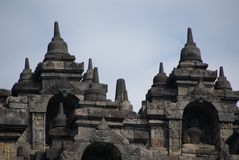 Bild av den sittande Buddha i den Borobudur templet, Jogjakarta, Indonesien royaltyfri foto