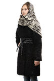 Bild av den unga kvinnan i svart pälslag Royaltyfri Fotografi