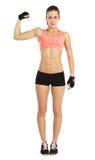 Bild av den unga sportiga kvinnan som visar henne biceps som isoleras på vit Royaltyfri Fotografi