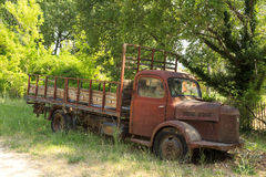 Bild av en gammal rostig lastbil Royaltyfria Bilder
