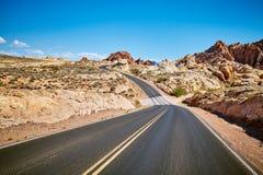 Bild av en scenisk tom väg Fotografering för Bildbyråer