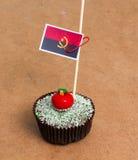Bild av flaggan av Angola på en muffin Arkivfoton