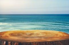 bild av främst tropisk havsbakgrund för trätabell för produktskärm och presentation fotografering för bildbyråer