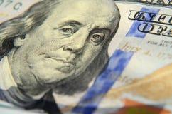 Bild av Franklin på hundra dollarsedelslut upp med t Arkivfoton