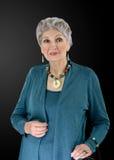 Bild av äldre kvinna med den mång- kulöra halvädla uppsättningen Arkivfoton