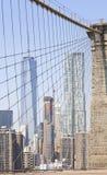Bild av Manhattan skyskrapor som ses från den Brooklyn bron, NYC, Arkivbild