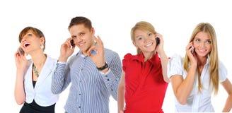 Bild av mannen och kvinnan med mobiltelefoner Arkivbild