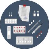 Bild av mediciner - injektionssprutor, preventivpillerar, ampuller, recept royaltyfri foto