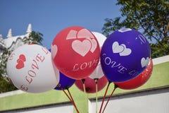 Bild av några färgrika ballonger arkivfoton