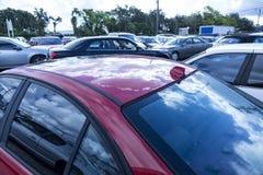 Bild av parkerade bilar fotografering för bildbyråer