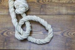 Bild av självmordet Fördjupning Gammalt rep med fällan för bödel` s royaltyfri foto