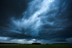 Bild av stormmolnet som tas i Litauen Royaltyfria Bilder