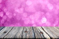 Bild av trätabellen framme av bokehbakgrund Royaltyfria Foton