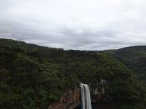 Bild av vattenfallet i skog royaltyfri bild