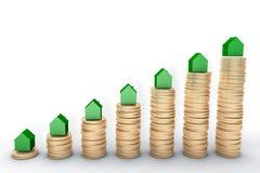 Bild 3d: Wiedergabe der hohen Qualität: Hypothekenkonzept Grüne Häuser auf Stapeln der goldenen Münzen auf weißer Hintergrund Met Stockbild
