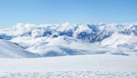 Bild, das mountainaous Panorama darstellt Lizenzfreie Stockfotos