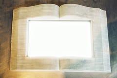 Bild, das Oopen-Buchfreien raum darstellt stockbilder