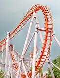 Bild der Achterbahn im Vergnügungspark Lizenzfreies Stockfoto