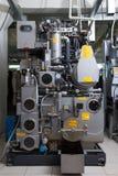 Bild der automatisierten Ausrüstung in der Trockenreinigung Lizenzfreie Stockbilder