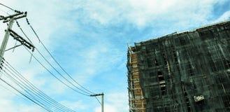 Bild der Eigentumswohnung am Nachmittag mit Hintergrund des blauen Himmels Stockfoto