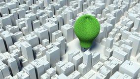 Bild der Glühlampe gemacht vom Gras und von der Stadt, grünes Energie concep Stockfotografie