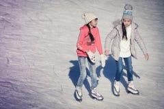 Bild der Gruppe Kinder auf dem Eis Stockfotos