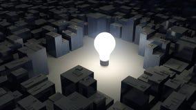 Bild der hellen Glühlampe und der Stadt, grünes Energiekonzept Stockbild